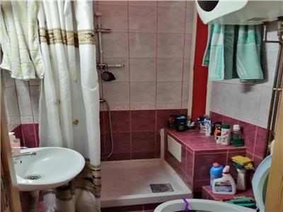 Apartament de vanzare cu 4 camere, zona Piata 7 Noiembrie