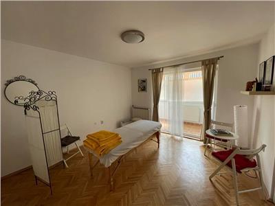 Vanzare apartament cu 2 camere pretabil pentru spatiu comercial