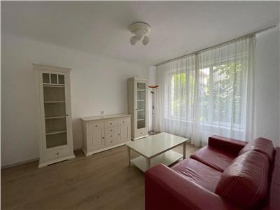 Vanzare/Inchiriere apartament 2 camere, decomandat, situat in Centru
