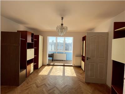 Vanzare apartament cu 2 camere, circular, aflat in Dambu