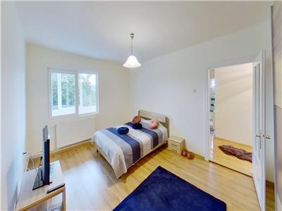 Vand apartament cu 4 camere pe 2 nivele in casa in Reghin