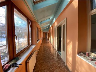 Inchiriere casa cu 7 camere, 350 mp curte, langa Cocosul de Aur