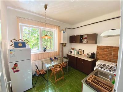 Inchiriez apartament 2 camere la casa str Calarasilor cu acces auto