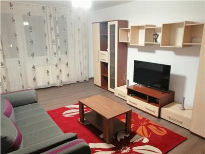 Inchiriez apartament cu 3 camere, complet mobilat si utilat, in Centru
