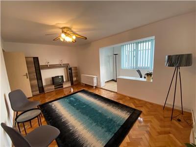Inchiriez apartament cu 3 camere, proaspat renovat, in cartierul Dambu
