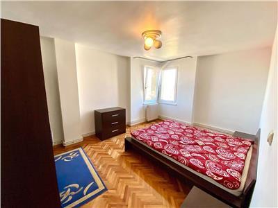 Inchiriez apartament cu 3 camere ultracentral aproape de Teatru