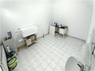 Vand casa cu 4 camere, 110 mp, zona semicentrala ideala pentru cabinet