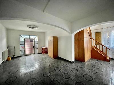 Vanzare/Inchiriere casa cu 4 camere situata in 7 Noiembrie