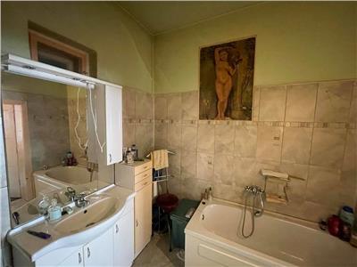 Vanzare casa cu 6 camere situata in zona Platoului Cornesti