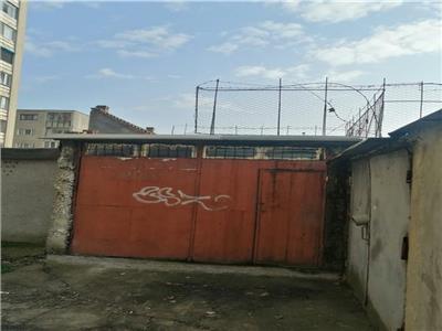 Vanzare garaj spatios cu pivnita situat in zona Dacia